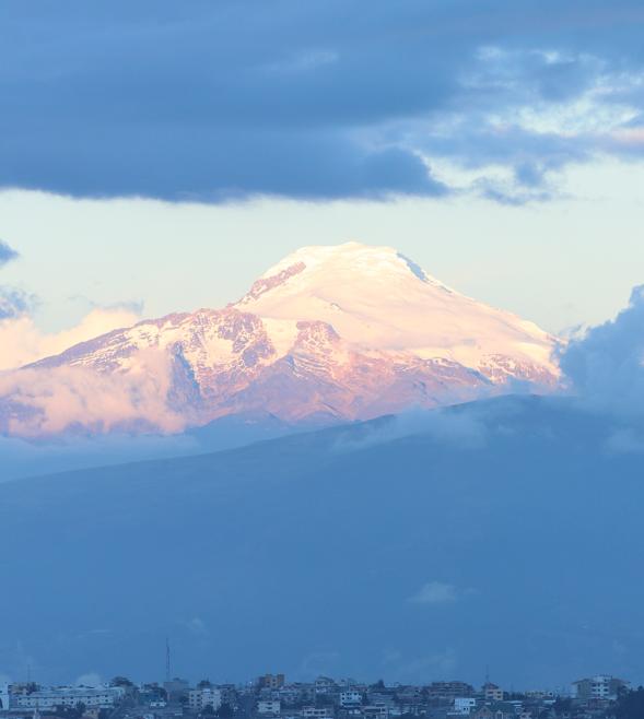 Volcán Cayambe visto desde Quito. 6 Trucos para crecer en Instagram.